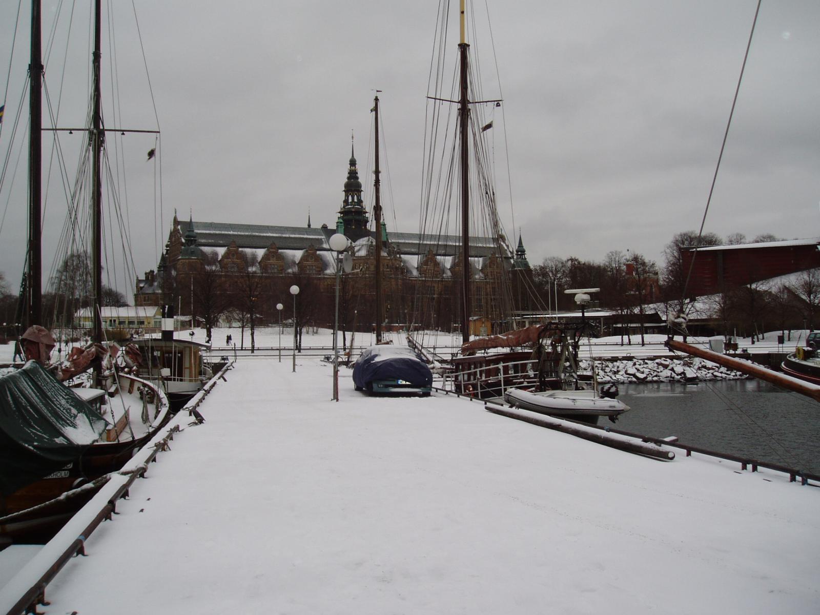 нах диваны=поехали плавать в швецию