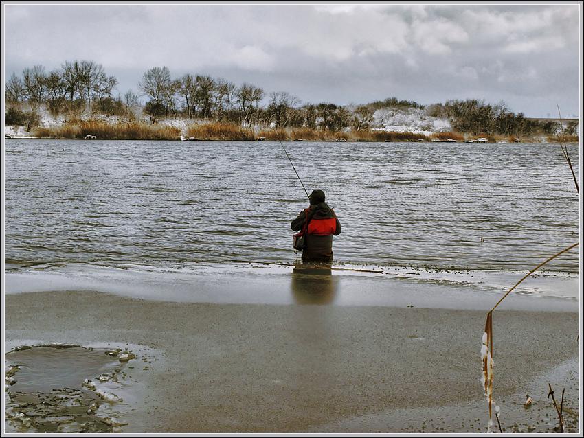 И такая зимняя рыбалка...