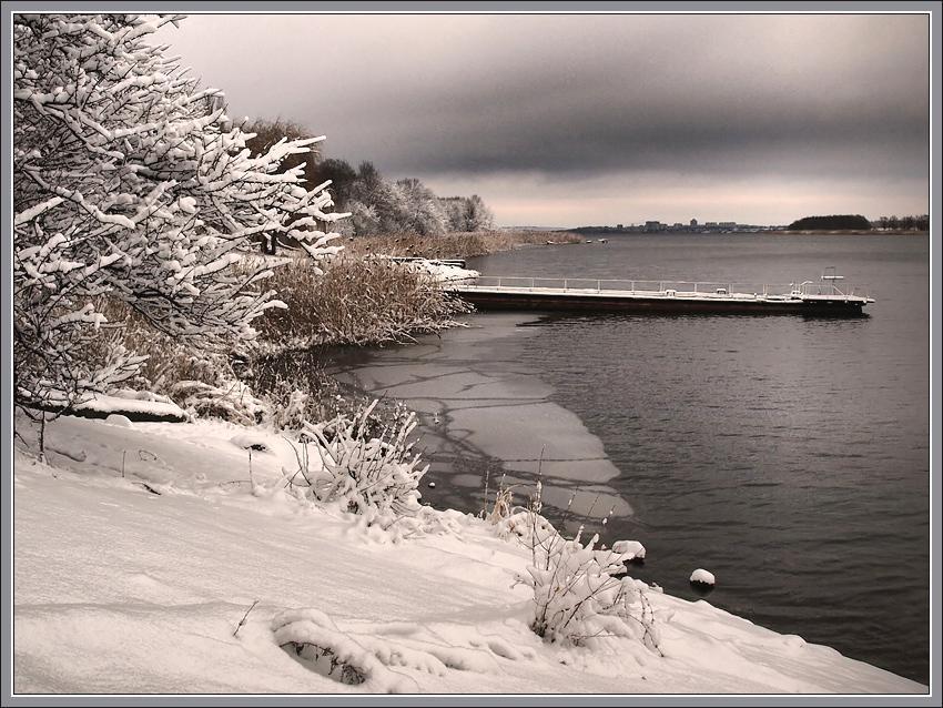 Зима пришла к воде...